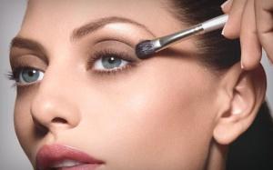 Aprenda como aumentar os olhos com maquiagem